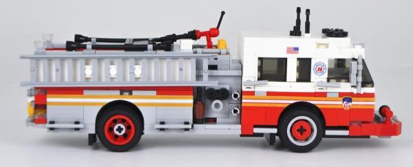 BlueBrixx US Feuerwehr Truck Spartan ERV Pumper Version 3 Rot//Weiss aus 576 Teilen