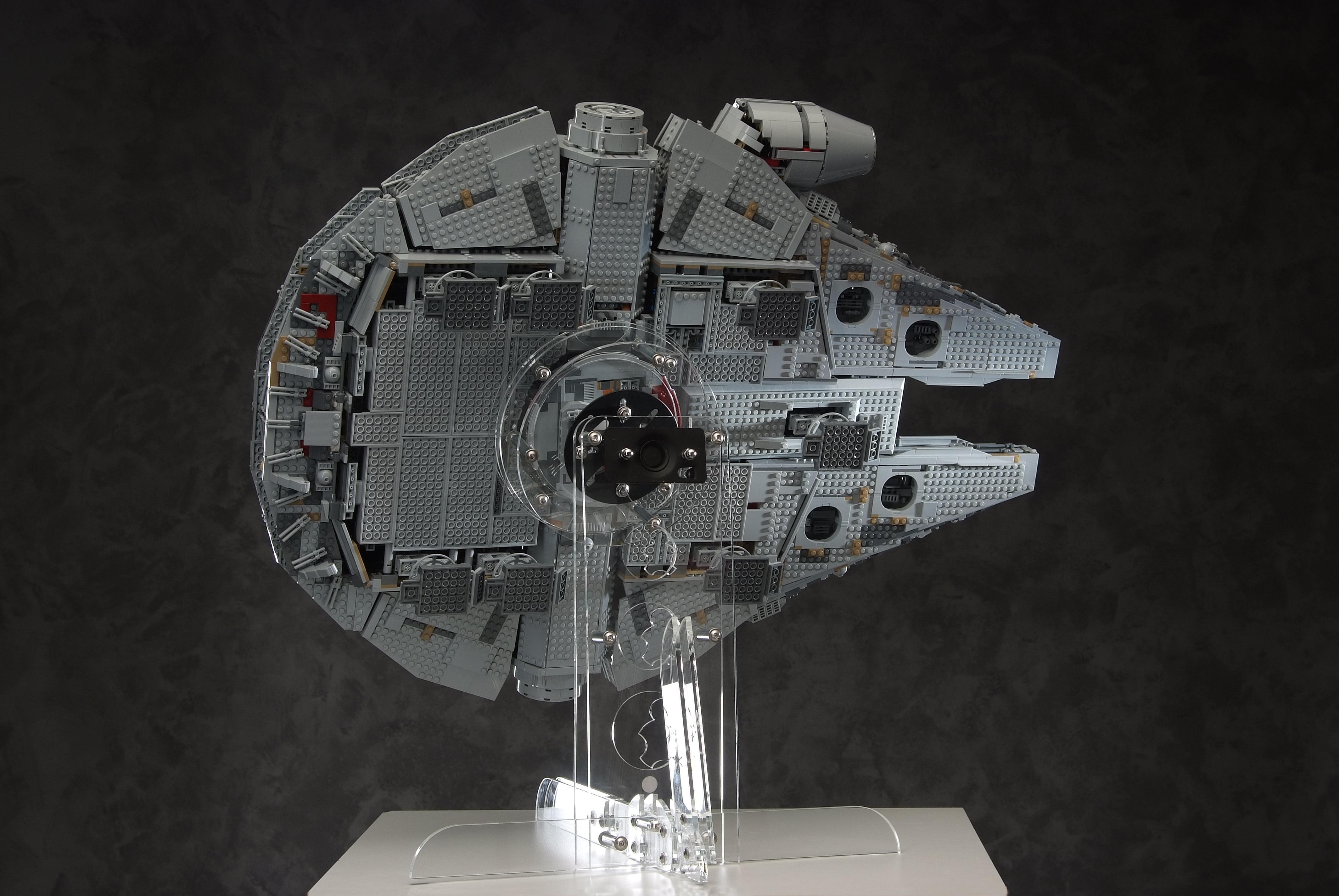 FiguFram Ständer für deinen LEGO® Millennium Falcon Star Wars Set 75192